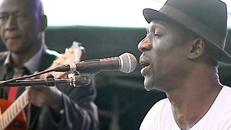 Seydou Boro, sur la scène du festival Musiques Métisses à Angoulême  (France 3 / Culturebox)