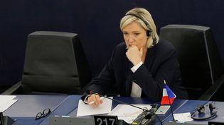 Marine Le Pen, au Parlement européen de Strasbourg (Bas-Rhin), le 5 juillet 2016. (VINCENT KESSLER / REUTERS)