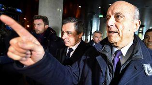 Alain Juppé (à droite) et François Fillon, le 25 janvier 2017 à Bordeaux (Gironde). (GEORGES GOBET / AFP)