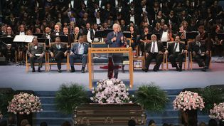 Bill Clinton prononce l'éloge funèbre d'Aretha Franklin, le 31 août 2018.  (SCOTT OLSON / GETTY IMAGES NORTH AMERICA / AFP)