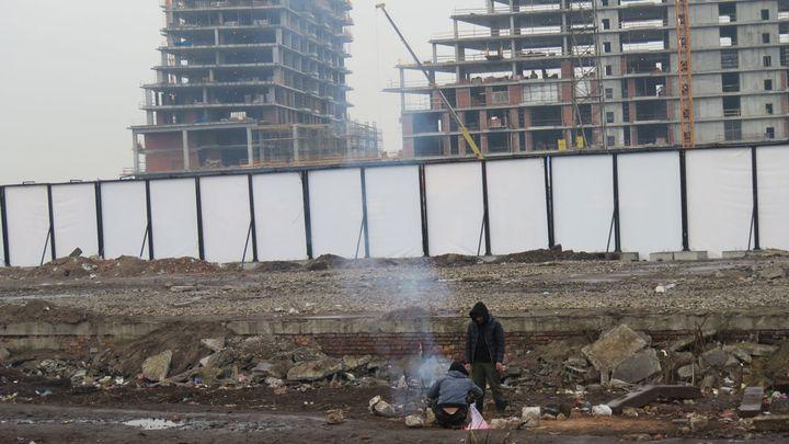L'entrepôt où vivent plus d'un millier de migrants se situe en centre-ville de Belgrade. (CARE)