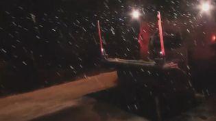 La neige tombant sur al route lors du passage de la tempête Gabriel. (France 2)