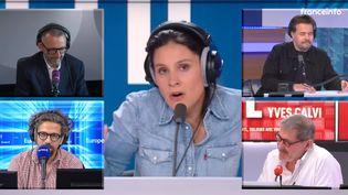 Quelques uns des matinaliers des radios françaises, réunis par franceinfo pour les 100 ans de la radio. (FRANCEINFO / RADIO FRANCE)