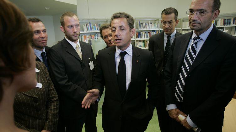 Nicolas Sarkozy, alors président de la République, et Eric Woerth (D), alors ministre du Budget, à Nantes (Loire-Atlantique) le 19 septembre 2007. ( MAXPPP)