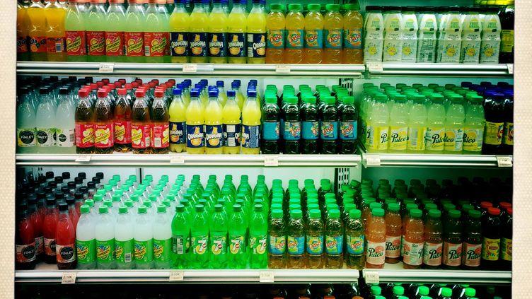 Des sodas dans un supermarché, en France, le 2 avril 2015. (VOISIN / PHANIE / AFP)
