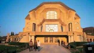 Le Goetheanum, centre de la Société anthroposophique à Dornach près de Bâle en Suisse, a été fondé par le philosophe autrichien Rodolf Steiner  en référence aux travaux de Johann Wolfgang von Goethe (RALF FREYER / MAXPPP)
