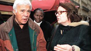 Josiane Balasko et Guy Bedos manifestant ensemble le 5 octobre 2008 pour les mal-logés. (BORIS HORVAT / AFP)
