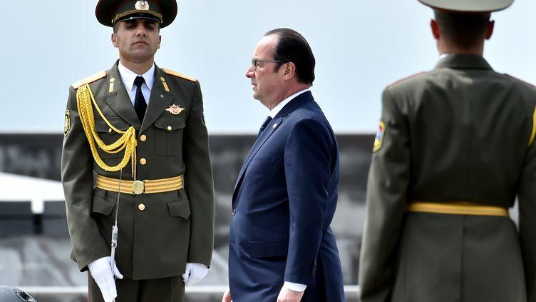 François Hollande à Erevan lors des commémorations du 100e anniversaire du génocide arménien, le 24 avril. (KIRILL KUDRYAVTSEV / AFP)