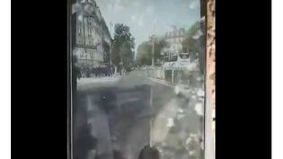 """Un policier s'est filmé sur Instagram, samedi 3 août 2019 à Paris, en menaçant de """"casser la bouche"""" de """"gilets jaunes"""". (CAPTURE D'ECRAN TWITTER)"""
