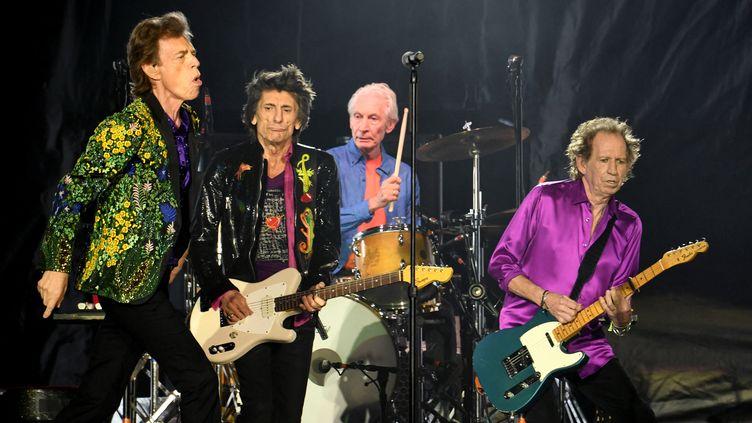 Mick Jagger, Ronnie Wood, Charlie Watts et Keith Richards des Rolling Stones sur la scène du Rose Bowl de Pasadena, en Californie, le 22 août 2019 (KEVIN WINTER / GETTY IMAGES NORTH AMERICA / AFP)