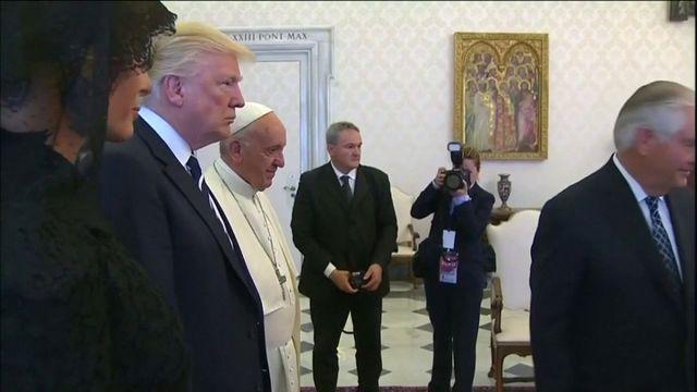 Le président des Etats-Unis poursuit sa tournée à l'étranger et a rencontré mercredi le pape François.