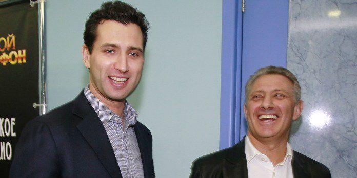 Boris Rotenberg, à droite, avec l'un de ses fils, Roman, directeur général de la compagnie Vitawin Nutrition, en 2011. Selon un «index du népotisme» publié par l'hebdomadaire britannique «The Economist», la Russie était, en 2014, 2e derrière Hong Hong.     (Valeriy Levitin / RIA Novosti / AFP)