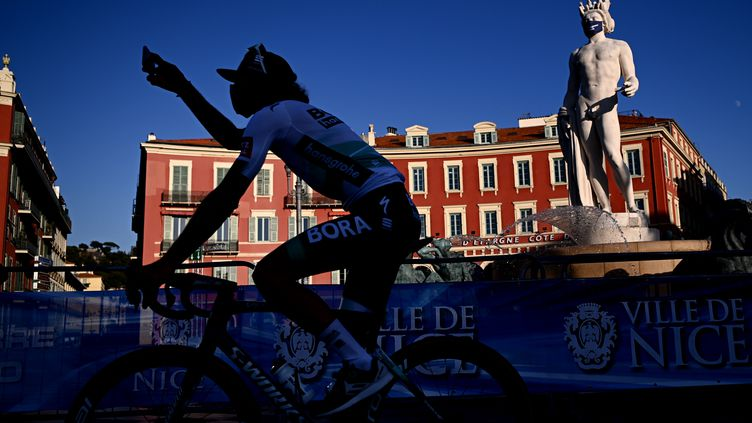 Le coureur Daniel Oss, de l'équipe italienne Bora à Nice, le 27 août 2020. (MARCO BERTORELLO / AFP)
