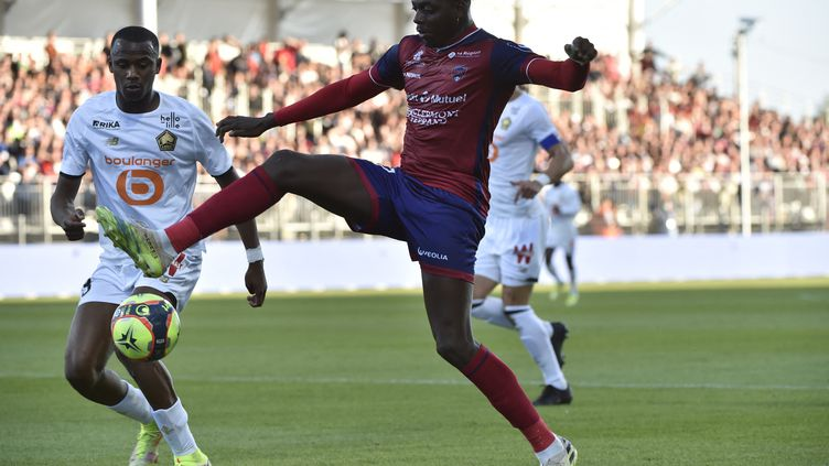 Mohamed Bayo, attaquant de Clermont Foot, contre Lille, le 26 octobre 2021 (THIERRY ZOCCOLAN / AFP)