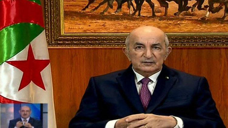 Le 18 février 2021, le président algérien Abdelmadjid Tebboune annonce sur une chaîne de la télévision publique la dissolution du parlement et des élections législatives anticipées en date du 12 juin 2021. (- / ALGERIE 3)