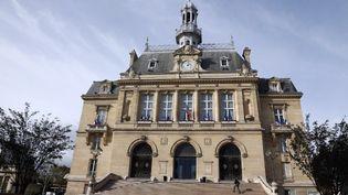 La mairie d'Asnières-sur-Seine (Hauts-de-Seine), le 31 octobre 2013. (THOMAS SAMSON / AFP)