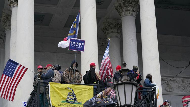 Des supporters de Donald Trump manifestent devant le Capitole à Washington, mercredi 6 janvier 2021. (ALEX EDELMAN / AFP)