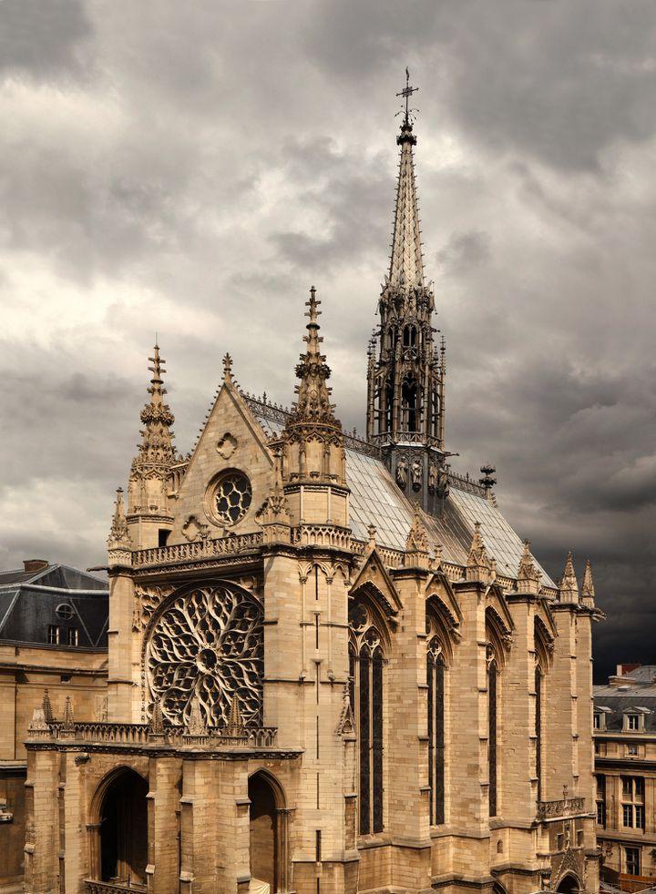 La Sainte-Chapelle fut édifiée à partir de 1242 dans le Palais de la Cité, alors résidence des rois de France  (Manuel Cohen /AFP)