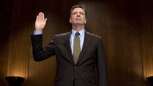 James Comey, l'ancien directeur du FBI, prête serment avant de témoigner devant la commission judiciaire du Sénat, le 3 mai 2017. (JIM WATSON / AFP)