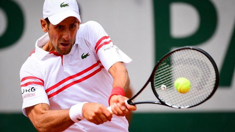 Novak Djokovic a éliminé Pablo Cuevas au deuxième tour de Roland-Garros, le 3 juin 2021. (MARTIN BUREAU / AFP)