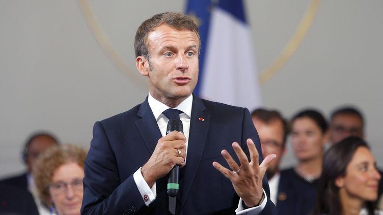 Emmanuel Macron le 23 août 2019. (MICHEL SPINGLER / POOL / AP POOL)