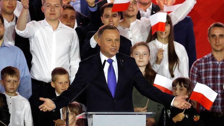 Le président sortant polonais Andrzej Dudalors de la présidentielle à Pultusk, le 12 juillet 2020. (KACPER PEMPEL / REUTERS)