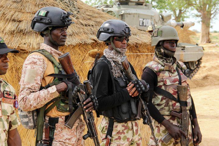 Militaires sur leur base à Baga, dans le nord-est du Nigeria, le 2 août 2019 (AUDU MARTE / AFP)