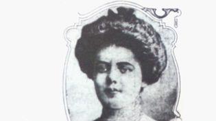 MaryMallonest la première porteuse saine d'une maladie infectieuse identifiée par la science.À l'époque, elle était une énigme.Elle a passé 26 ans de sa vie confinée. (France 2)