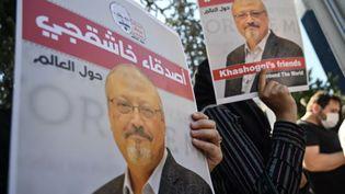 Rassemblement à la mémoire de Jamal Khashoggi, deux ans après son assassinat, à Istanbul le 2 octobre 2020. (OZAN KOSE / AFP)