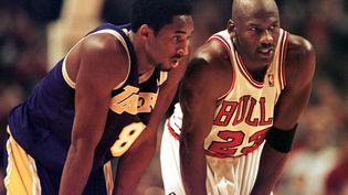Michael Jordan et Kobe Bryant s'étaient affrontés à quelques reprises lorsqu'ils étaient joueurs.  (VINCENT LAFORET / AFP)