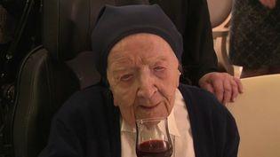 Sœur André, une religieusedeToulon (Var), a fêté ses 116 ans mardi 11 février. Ce n'est pas simplement la doyenne des Français, elle est aussi la femme la plus âgée d'Europe. (FRANCE 3)