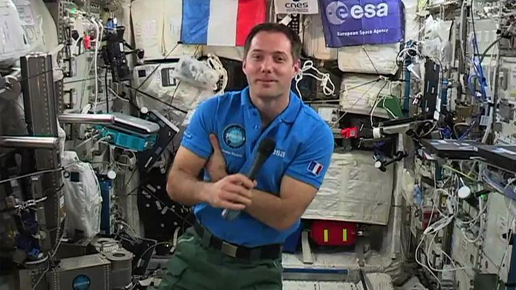 Thomas Pesquet dans la Station spatiale internationale, le 30 mai 2017. (STR / EUROPEAN SPACE AGENCY / AFP)