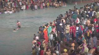Inde : des craintes d'une troisième vague avec le pèlerinage du Kumbh Mela (France info)