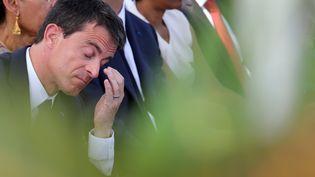Manuel Valls visite une usine photovoltaïque à La Réunion, le 11 juin 2015. (RICHARD BOUHET / AFP)
