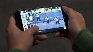 Yellow Umbrella est un jeu vidéo militant, conçu pour les smartphonesen soutien aux manifestants prodémocratie de Hong Kong. (NICOLAS ASFOURI / AFP)
