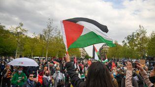 Une manifestation pro-Palestine place de la République à Paris, le 4 avril 2021. (JEROME LEBLOIS / HANS LUCAS / AFP)