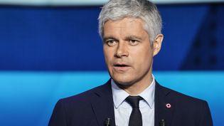 Laurent Wauquiez sur le plateau de France 2, lors d'un débat pour la campagne des européennes. (LIONEL BONAVENTURE / AFP)