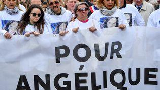 La famille d'Angélique lors d'une marche blanche en la mémoire de leur fille violée et tuée, le 1er mai 2018, à Wambrechies (Nord). (AFP)