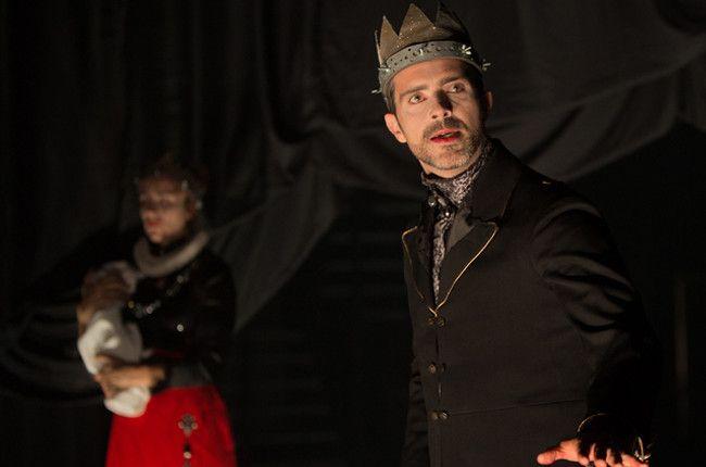 "Thomas Jolly joue l'un des ""Henry VI"" de sa pièce  (Nicolas Joubard)"
