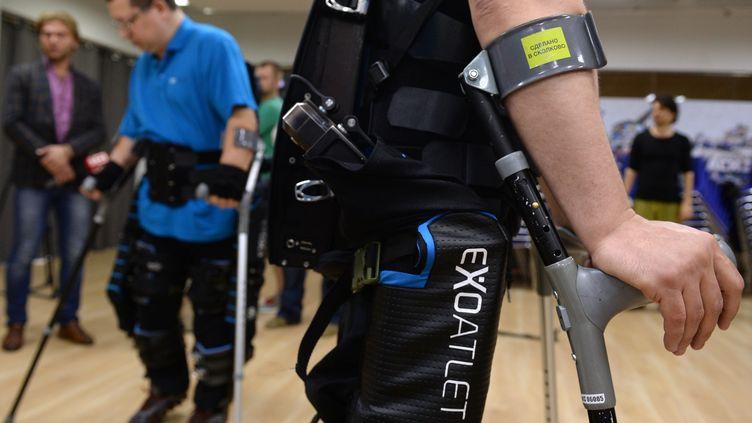 Un exosquelette présenté à Moscou (Russie), le 13 juillet 2016. (MAKSIM BLINOV / SPUTNIK / AFP)