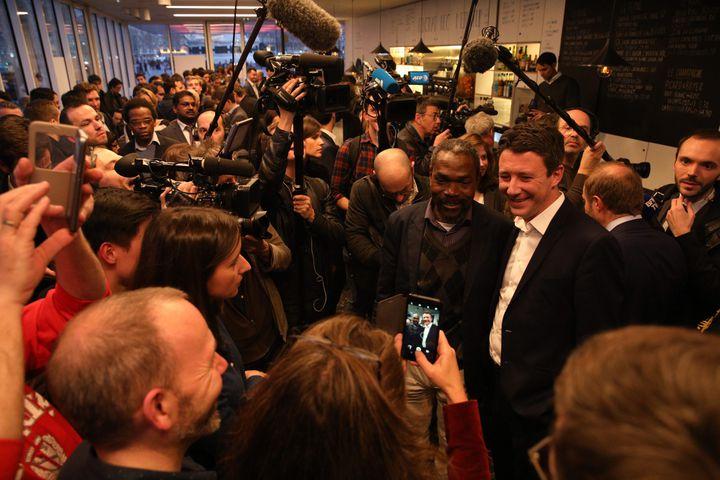 Benjamin Griveaux, annonce sa candidature l'investiture LREM pour la mairie de Paris, le 28 mars 2019 dans un café situé place de la République. (MAXPPP)