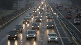 Trafic ralenti entre Lyon (Rhône) et Chambéry (Savoie) le 21 février 2015. (MOURAD ALLILI / CITIZENSIDE.COM / AFP)