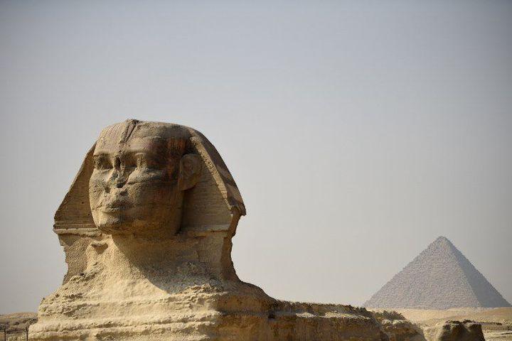 Majestueux, le Sphynx veille sur les pyramides de Guizeh (17-2-2015)... (AFP - Martin Bureau)