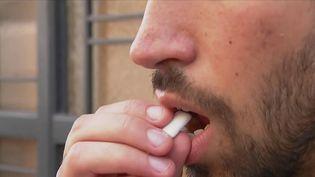 Très prisé auprès des jeunes pendant des générations, le chewing-gum n'est désormais plus tendance et ses ventes s'effondrent. (CAPTURE ECRAN FRANCE 2)