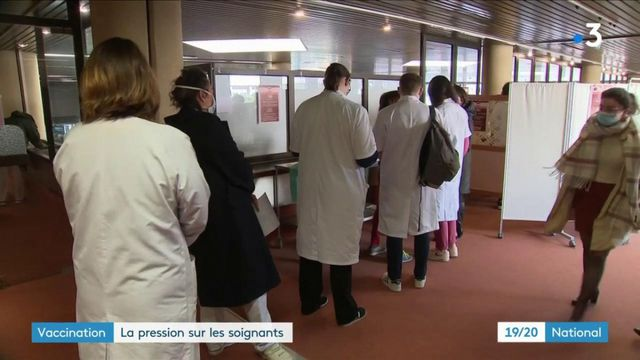 Covid-19 : Olivier Véran demande aux soignants de se faire vacciner dans une lettre ouverte