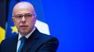 Le ministre de l'Intérieur, Bernard Cazeneuve, donne une conférence de presse, le 15 novembre. (MARIUS BECKER / DPA / AFP)