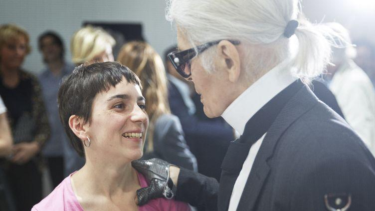 La créatrice Marine Serre, prix LVMH 2017, avec Karl Lagerfeld  (Courtesy of LVMH )