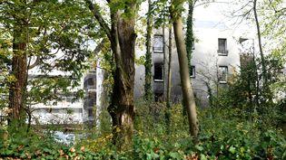 La caserne de gendarmerie de Meylan (Isère) a été victime d'un incendie volontaire, le 26 octobre 2017. (JEAN-PIERRE CLATOT / AFP)