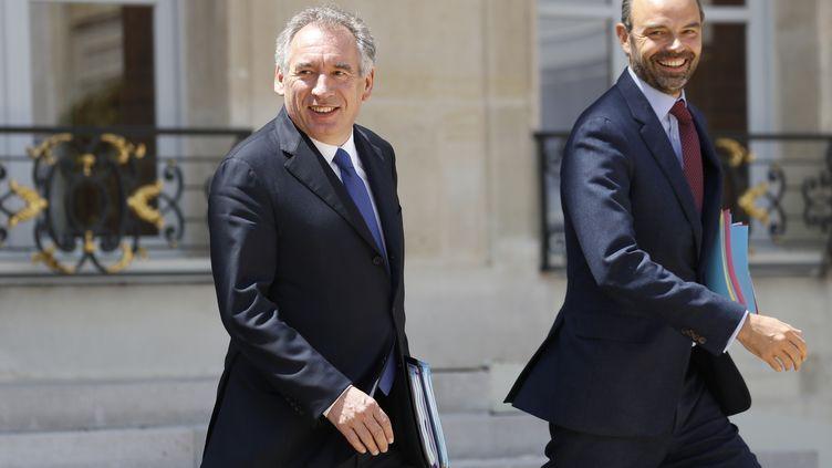 François Bayrou et Edouard Philippe à la sortie du conseil des ministres du mercredi 14 juin 2017. (PATRICK KOVARIK / AFP)