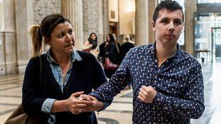 Marin, 20 ans, arrive accompagné d'une procheau palais de justice de Lyon, le 3 mai 2018. (JEFF PACHOUD / AFP)